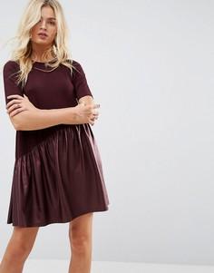 Свободное платье мини с асимметричной полиуретановой вставкой ASOS - Красный