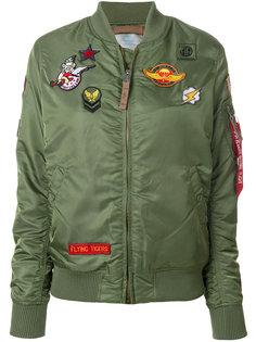 куртка бомбер с нашивками Alpha Industries
