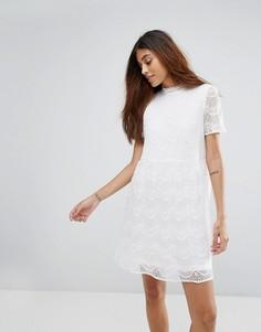 Короткое приталенное платье с высоким воротом и кружевом Only Kik - Бежевый