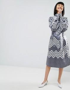 Платье миди с эффектом металлик и шевронным узором ASOS WHITE - Серый