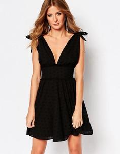 Платье мини с вышивкой ришелье и бантиками Millie Mackintosh - Черный
