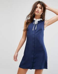 Цельнокройное платье без рукавов с плиссированным воротником и завязкой Fashion Union - Темно-синий