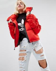 Дутая куртка со сборками на рукавах и отделкой в спортивном стиле ASOS - Красный