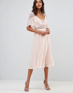 Платье миди с расклешенными рукавами и кружевными вставками ASOS - Розовый