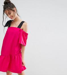 Хлопковое платье с вырезами на плечах ASOS PETITE - Розовый