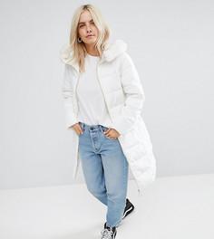 Длинное дутое пальто с меховой оторочкой на капюшоне ASOS PETITE - Белый
