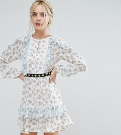 Короткое приталенное платье с оборкой по краю и поясом True Decadence Petite - Мульти