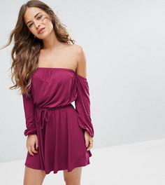 Приталенное платье с длинными рукавами и открытыми плечами ASOS PETITE - Красный