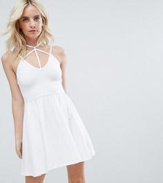 Короткое приталенное платье мини ASOS PETITE - Белый