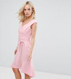 Платье миди с запахом и оборкой City Goddess Petite - Розовый
