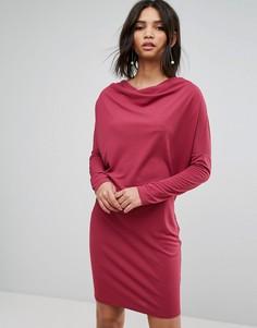 Платье-футляр из крепа с драпировкой и рукавами летучая мышь ASOS - Красный