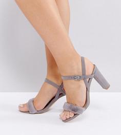 Босоножки для широкой стопы на каблуке с пушистым ремешком New Look - Серый