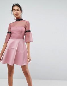 Короткое приталенное платье с высоким воротом и расклешенными рукавами ASOS - Розовый