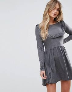 Короткое приталенное платье с оборкой Brave Soul - Серый