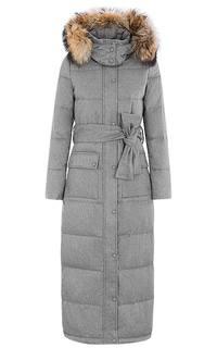 Длинное зимнее пальто с отделкой мехом енота La Reine Blanche