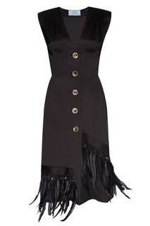 Атласное платье с перьями Prada