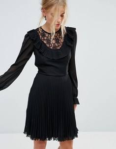 Приталенное платье с длинными рукавами, оборкой и плиссированной юбкой Elise Ryan - Черный