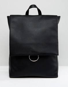 Рюкзак с клапаном и декоративным кольцом ASOS - Черный