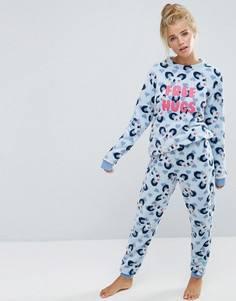 Пижама с надписью Free Hugs и принтом Chelsea Peers - Серый