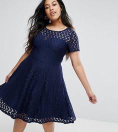 Кружевное короткое приталенное платье с вырезом сердечком Yumi Plus - Темно-синий