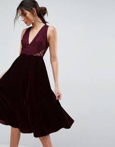 Платье миди с кружевной вставкой ASOS - Красный