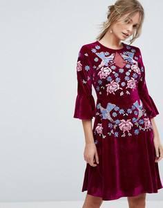 Короткое приталенное премиум-платье из бархата с отделкой и оборками Frock And Frill - Красный