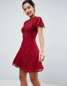 Кружевное приталенное платье мини с отделкой люверсами ASOS - Красный