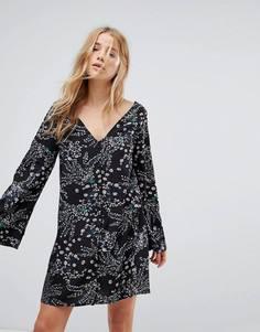 Чайное платье с длинными рукавами и цветочным принтом Glamorous - Черный