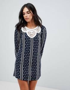 Платье с длинными рукавами и ажурной вставкой The English Factory - Темно-синий
