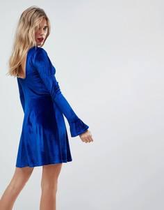 Бархатное приталенное платье с оборками на манжетах ASOS - Синий