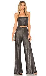 Комбинезон с широкими брюками и разрезом on the level - h:ours