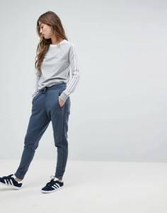 Темно-серые спортивные штаны заниженного кроя adidas Originals - Серый