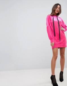 Бархатное платье с капюшоном и контрастными завязками ASOS - Розовый