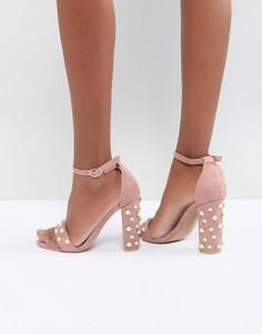 Светло-розовые босоножки на каблуке с отделкой искусственным жемчугом Glamorous - Розовый