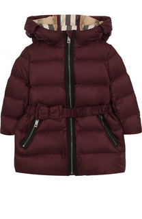 Пуховое пальто с капюшоном и поясом Burberry