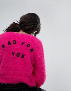 Пушистый вязаный кардиган с надписью Bad For You на спине Lazy Oaf - Розовый