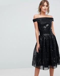 Декорированное приталенное платье-бандо миди Chi Chi London - Черный