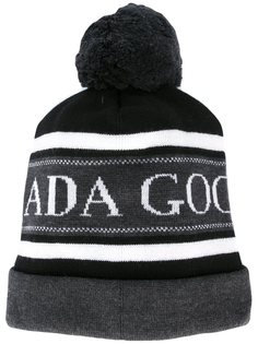 шапка с помпоном и логотипом Canada Goose