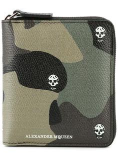 камуфляжный бумажник с черепами Alexander McQueen
