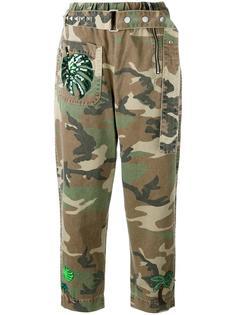 брюки с камуфляжным принтом и поясом Marc Jacobs