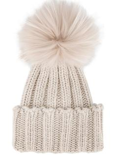 шапка в рубчик с меховым помпоном Inverni