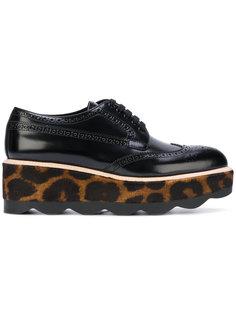 броги с леопардовым принтом  Prada