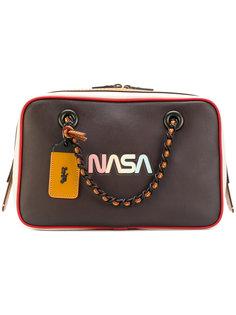 сумка на плечо с декоративной биркой Coach