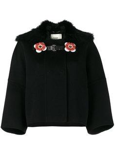 укороченное пальто с воротником из лисьего меха Fendi