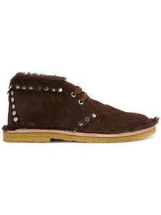 меховые туфли-ботинки с заклепками Prada