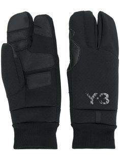 перчатки с логотипом Y-3