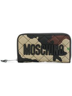 кошелек с камуфляжным рисунком и круговой молнией Moschino