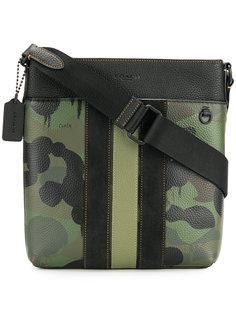 сумка-почтальонка с камуфляжным принтом Coach