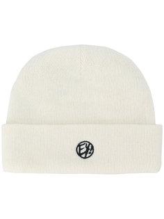 шапка с вышитым логотипом Eytys