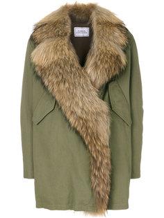 пальто с объемным воротником из меха енота Forte Couture